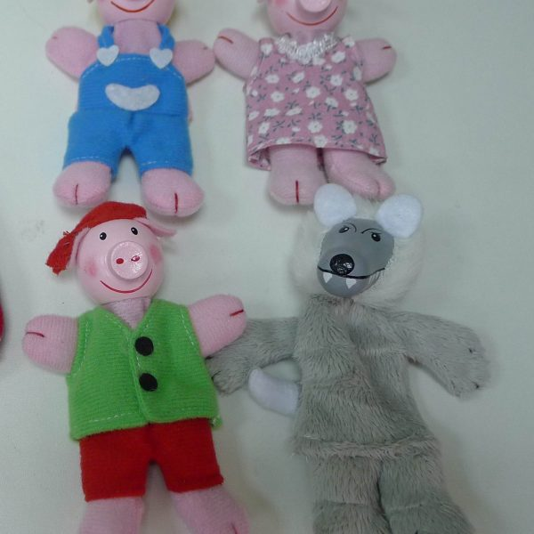 16FIS10 finger puppets-three little pigs